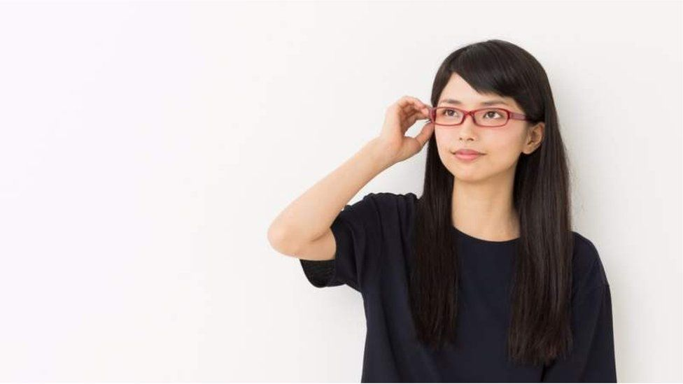 """""""Gafas prohibidas"""": nueva reivindicación de las mujeres niponas (BBC)"""